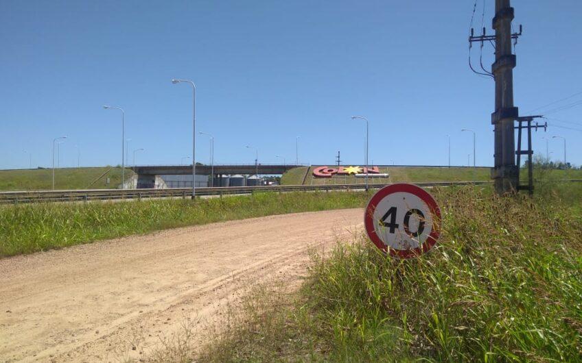 VENTA:  Predio con frente  a Autovía 14 y Ruta 135. 1600 m²