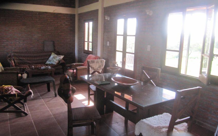 Campo 5 Has, con 2 Casas, y tinglado con paredes de Material.