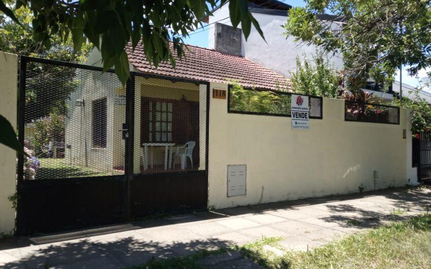 Casa con edificación anexa. Lote de 295 M²